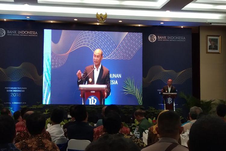 Gubernur Nusa Tenggara Timur (NTT) Viktor Bungtilu Laikodat, saat memberikan sambutan dalam pertemuan tahun Bank Indonesia Perwakilan Cabang NTT, Kamis (13/12/2018)