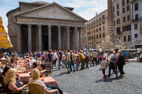 Fenomena Sinkhole Muncul di Dekat Bangunan Kuno Roma