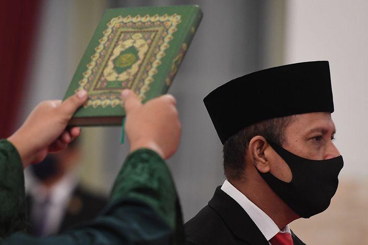 Kepala Badan Nasional Penanggulangan Terorisme (BNPT) Irjen Pol Boy Rafli Amar mengucapkan sumpah jabatan saat acara pelantikan di Istana Negara, Jakarta, Rabu (6/5/2020). Presiden secara resmi melantik Irjen Pol Boy Rafli Amar sebagai Kepala BNPT menggantikan Komjen Pol Suhardi Alius.