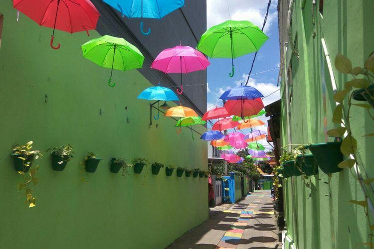 Kampung warna-warni di Jalan Bhakti, RW 10 Kecamatan Cimanggis, Depok, Kamis (15/3/2018).