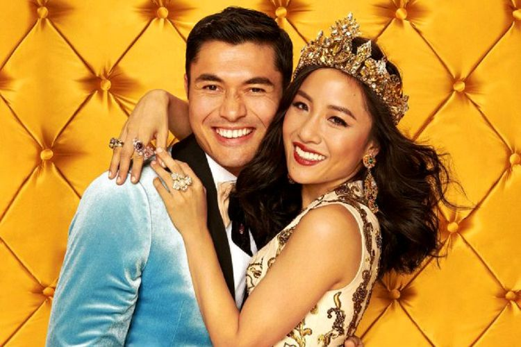Henry Golding (kiri) dan Constance Wu, para bintang film Crazy Rich Asians.