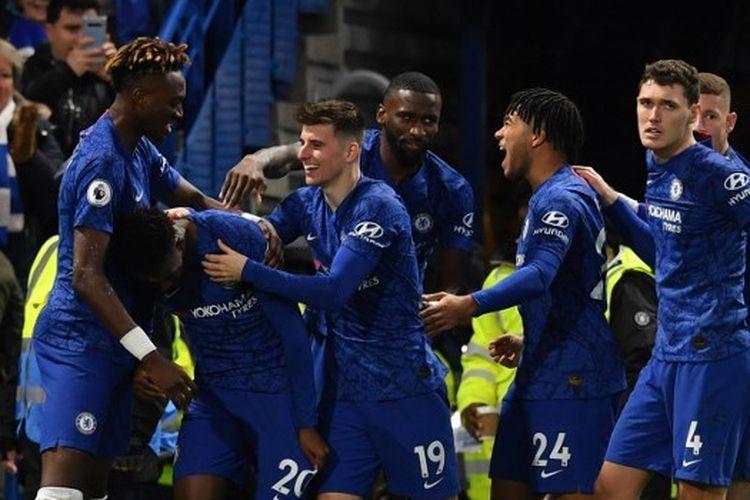 Callum Hudson-Odoi, Tammy Abraham, Mason Mount pada laga Chelsea vs Burnley di Stamford Bridge, Sabtu (11/1/2020).