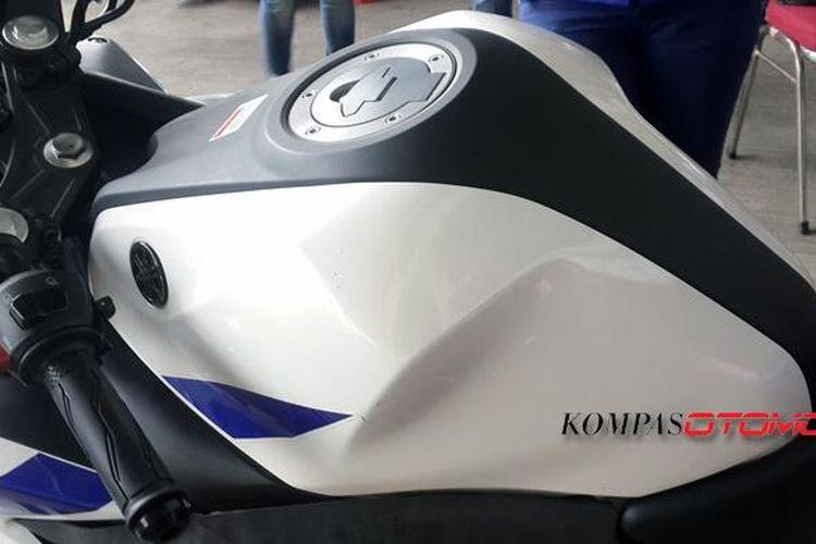 Tangki bahan bakar Yamaha R25 Pakai ?Kondom?.