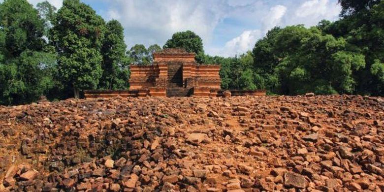 Candi Muaro Jambi yang menjadi candi perpaduan Hindu-Buddha se-Asia Tenggara juga merupakan peninggalan Kerajaan Sriwijaya