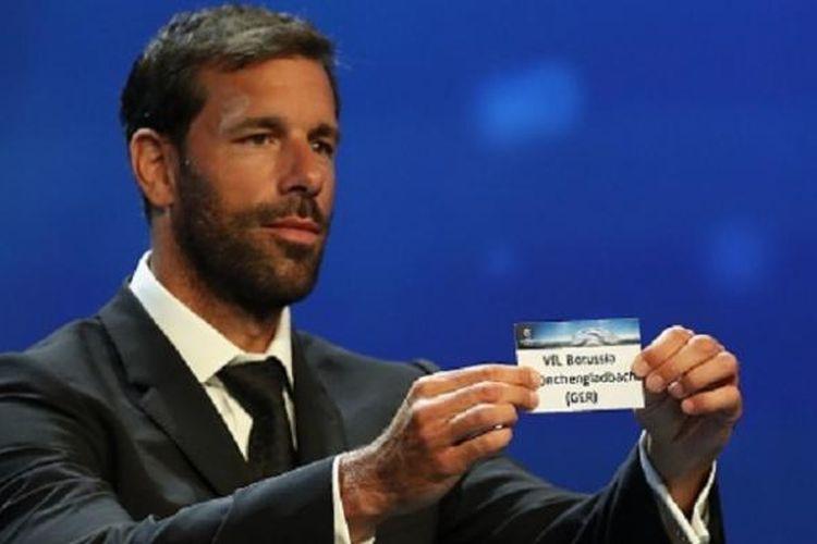 Ruud van Nistelrooy menjadi salah satu mantan pemain yang melakukan drawing Liga Champions, Kamis (25/8/2016).
