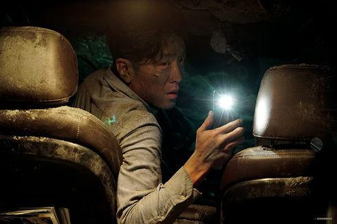 Sinopsis Film Tunnel, Kisah Ha Jung Woo Bertahan Hidup di Reruntuhan Terowongan
