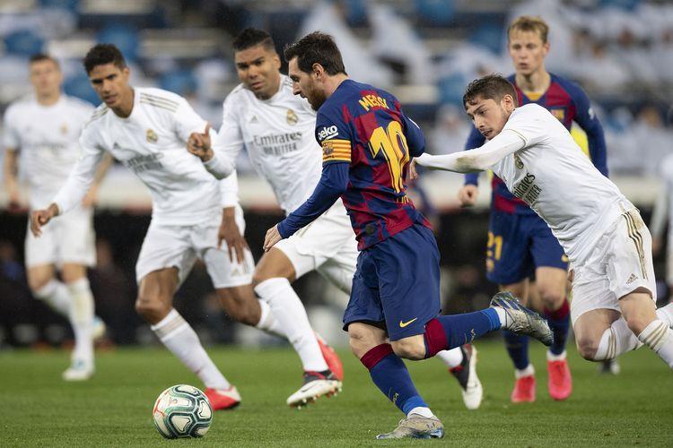 Aksi Lionel Messi pada laga El Clasico Barcelona vs Real Madrid pada Februari 2020.