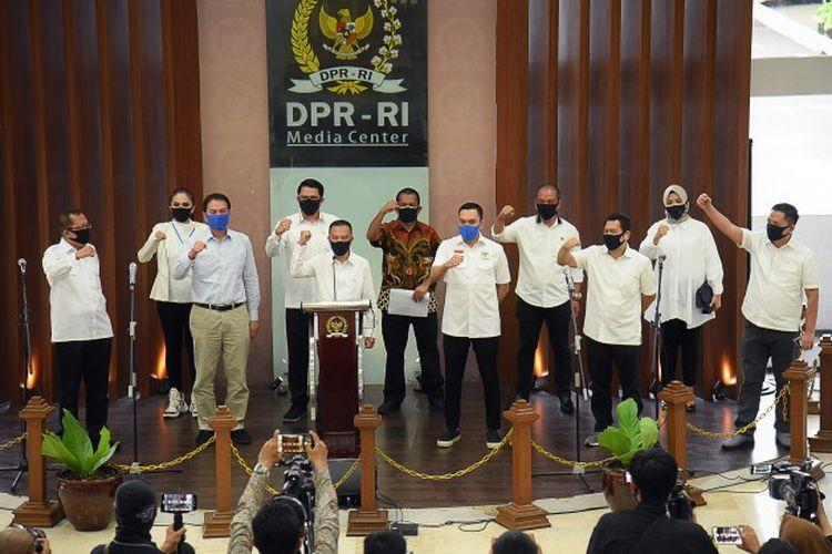 Wakil Ketua DPR RI Koordinator Bidang Ekonomi dan Keuangan (Korekku) Sufmi Dasco Ahmad yang juga bertindak selaku Koordinator Satgas Lawan Covid-19 saat launching Satgas Lawan Covid-19 DPR RI di Media Center DPR RI, Gedung Nusantara III, Senayan, Jakarta, Kamis (9/4/2020).