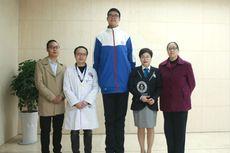 Dengan Tinggi 221 cm, Remaja Laki-laki Asal China Ini Pecahkan Rekor Dunia
