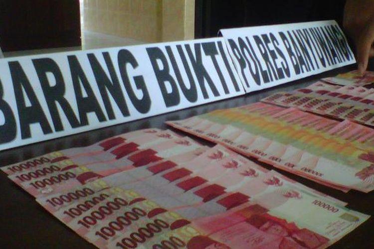 Ilustrasi: Polres Banyuwangi menyita sebanyak 30 lembar uang palsu Rp 100.000 dari kantong pengedar uang palsu, Selasa (22/1/2013).