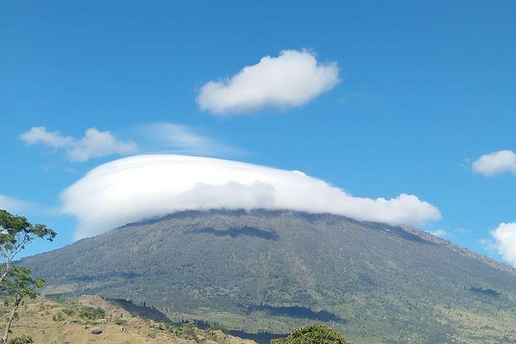 Fenomena topi awan dari Sembalun, September 2018.