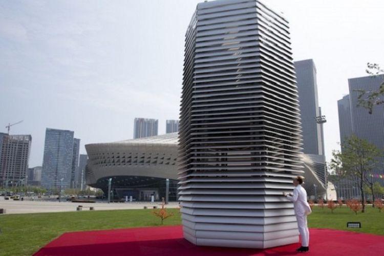 Dengan teknologi yang udah dipatenkan, menara anti asap ini mampu menarik partikel yang paling halus dibandingkan teknologi penyaring udara lainnya.