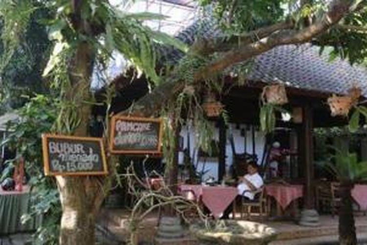Cafe Teduh di Jalan Diponegoro, Gang 1, Denpasar, Bali.