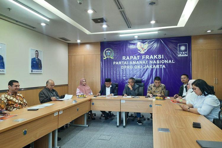 Calon Wakil Gubernur DKI Jakarta Ahmad Riza Patria di ruang Fraksi PAN DPRD DKI, Senin (3/2/2020)