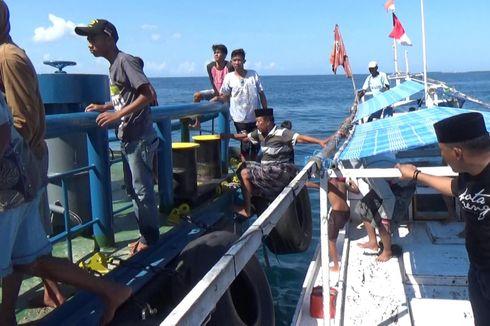 Puluhan Nelayan Usir Kapal Penambang Pasir di Laut Galesong