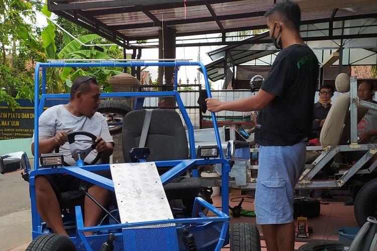 Electric car workshop in Purwokerto