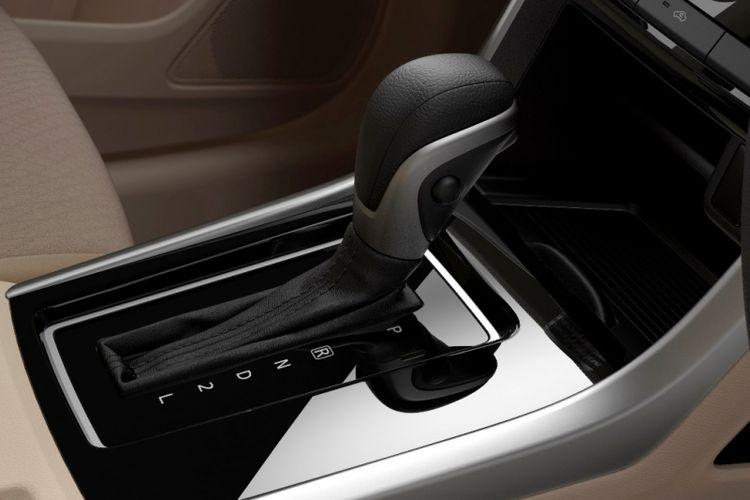 Salah satu yang membuat kesan mewah pada kabin Xpander, ada pada tampilan tuas transmisi dan sekitarnya.