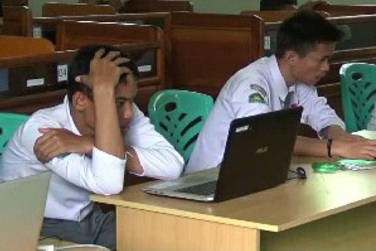 Karena terkendala sarana dan prasarana, dua sekolah di Polewali Mandar, Sulawesi Barat, menumpang UNBK di sekolah lain.