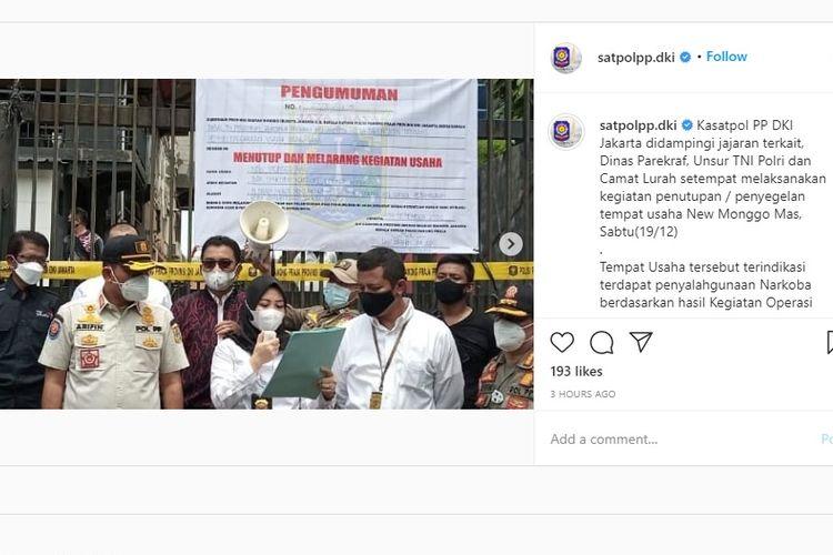 Satpol PP DKI Jakarta menutup atau menyegel Diskotek New Monggo Mas di Daan Mogot, Jakarta Barat, Sabtu (19/12/2020).
