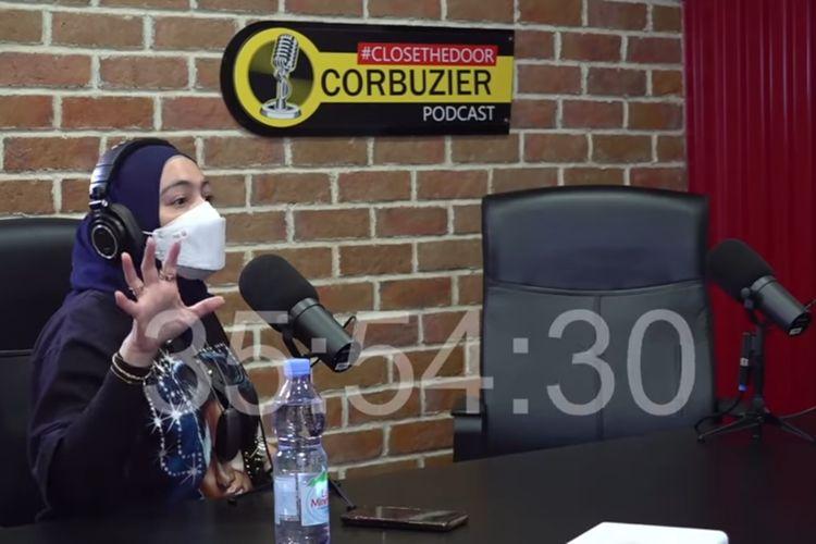 Istri Uya, Astrid Khairunisha saat di podcast Deddy Corbuzier