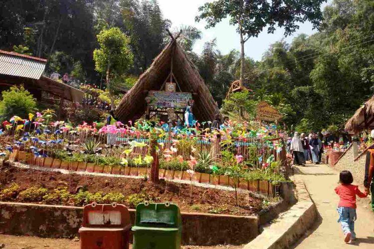 Objek wisata Lahuta Mulung Layung di Desa Cipanas, Tanjungkerta, Sumedang, Jawa Barat dikembangkan sebagai wisata edukasi adat dan natural wedding area, Minggu (19/7/2020). AAM AMINULLAH/KOMPAS.com
