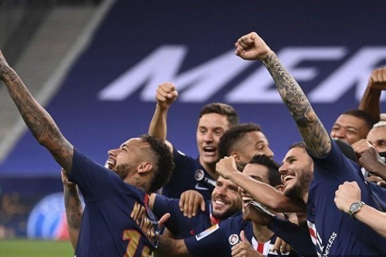 Para pemain Paris Saint-Germain (PSG) setelah menjuarai Piala Liga Perancis 2019-2020.