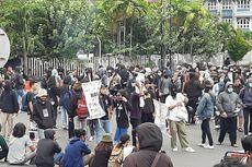Massa Aksi Padati Bundaran UGM Yogyakarta