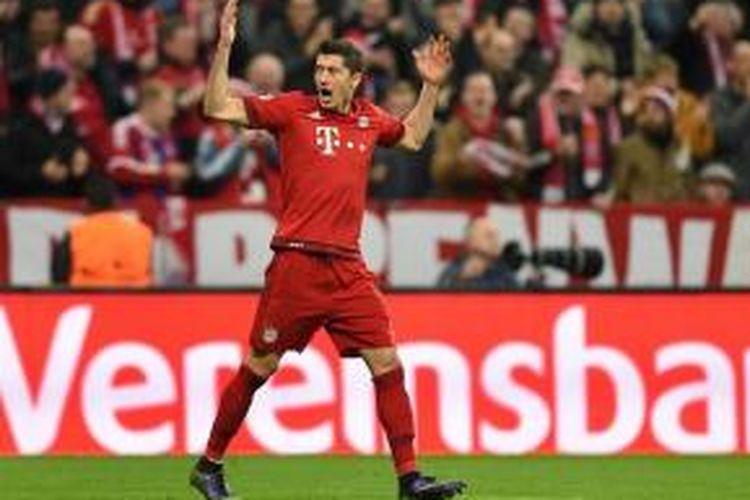 Roberto Lewandowski membuka kemenangan Bayern Muenchen atas Arsenal, Rabu (4/11/2015).