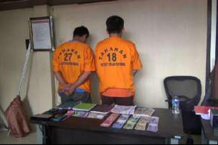 Dua tersangka penjual togel yang diringkus unit Jatanras Dit Reskrimum Polda Bangka Belitung.