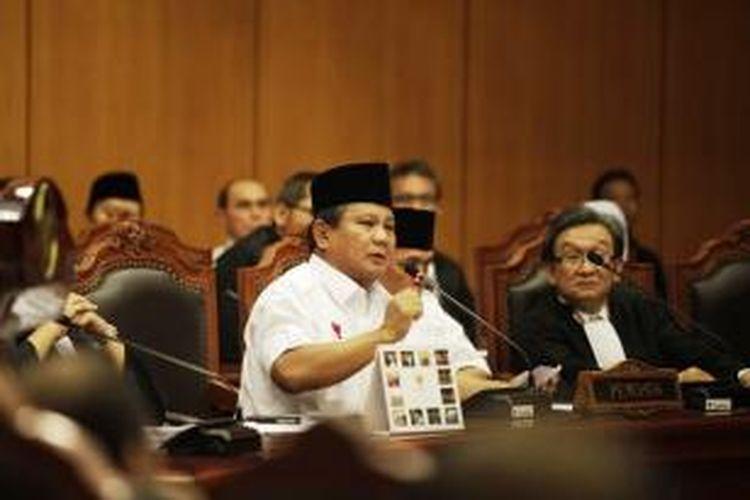 Pasangan calon presiden dan calon wakil presiden nomor urut 1 Prabowo Subianto-Hatta Rajasa hadir dalam sidang perdana perselisihan hasil pemilihan umum (PHPU) presiden dan wakil presiden 2014 di Mahkamah Konsistusi, Jakarta, Rabu (6/8/2014).
