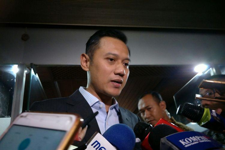 Agus Harimurti Yudhoyono di Kompleks Parlemen, Senayan, Jakarta, Senin (27/11/2017)