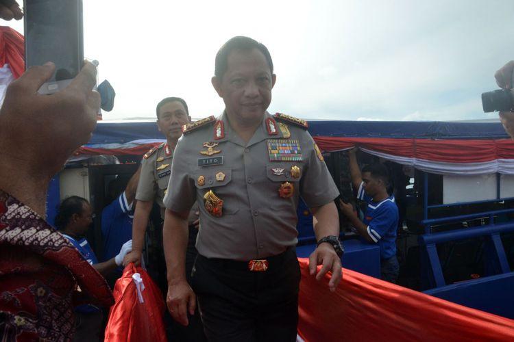 Kapolri Jenderal Tito Karnavian usai meninjau Samsat Apung di Pelabuhan Ahmad Yani, Ternate, Maluku Utara, Sabtu (27/1/2018)