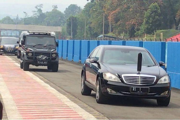 Mobil kepresidenan Indonesia-1 saat menjajal Sirkuit Sentul, Bogor, Jawa Barat, Selasa (6/3/2018).