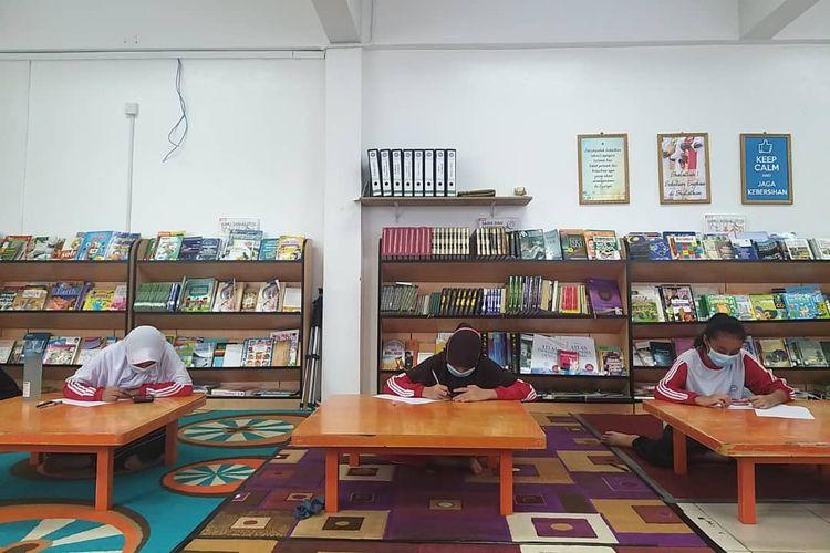Pelaksanaan penyisihan KSN 2021 tingkat SMP di Sekolah Indonesia Luar Negeri Jedah. Pelaksanaan seleksi KSN SMP tahap I dimulai tanggal 14-15 September 2021 secara daring melalui sistem aplikasi android yang sudah disiapkan Puspresnas.