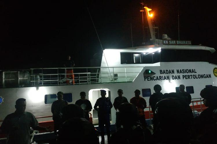 Puluhan personel gabungan dari Brimob, Polres, Bakamla, Polairud dan personel SAR Tual dikerahkan untuk membantu pembebasan 23 ABK KM Mina Sejati yang disandera di perairan Kepulauan Aru, Senin dinihari (19/8/2019)
