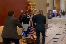 Viral Patung Emas Trump Muncul dengan Jas tapi Pakai Sandal Jepit