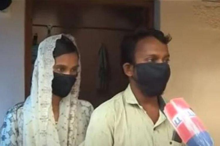 Sajitha (kiri) dan pacarnya, Rahman (kanan). Sajitha dinyatakan meninggal oleh keluarganya karena hilang selama 10 tahun, padahal dia sembunyi di rumah Rahman. Keduanya adalah pasangan kekasih di Kerala, India.