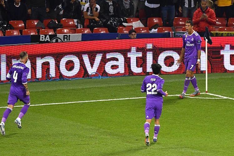 Cristiano Ronaldo merayakan gol Real Madrid ke gawang Juventus pada final Liga Champions 2017 di Stadion Millenium, Sabtu (3/6/2017).