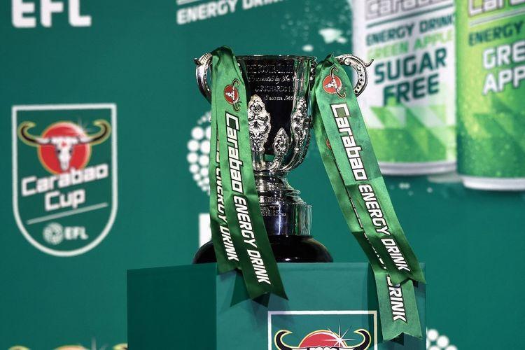 Trofi Carabao Cup alias trofi Piala Liga Inggris saat difoto pada Juni 2017.