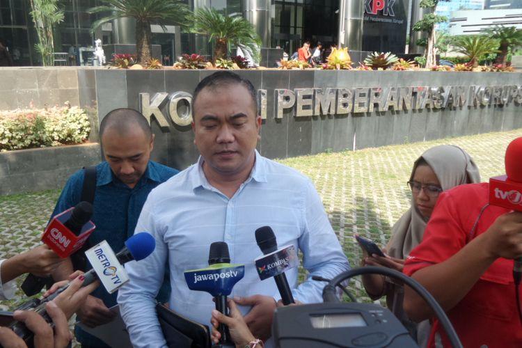 Pengacara Miryam S Haryani, Aga Khan, di Gedung KPK Jakarta, Selasa (25/4/2017).