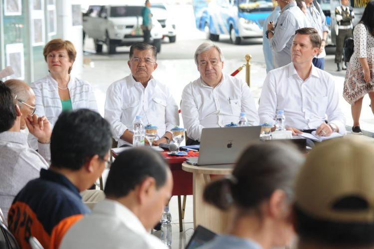 Wakil Presiden Jusuf Kalla bersama Sekjen Perserikatan Bangsa-Bangsa Antonio Gutteres berkunjung ke Palu, Sulawesi Tengah, Jumat (12/10/2018).