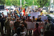 Datangi Gedung DPRD, Warga Bekasi Protes Integrasi KS-NIK dengan BPJS Kesehatan