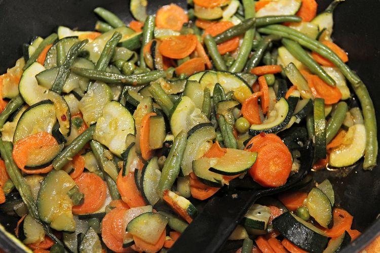 Ilustrasi rebusan aneka sayuran.