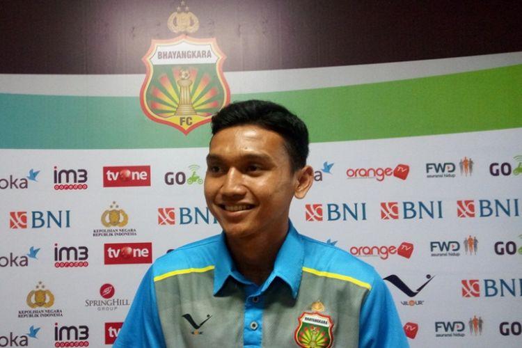 Striker Bhayangkara FC, Dendy Sulistyawan, menjalani jumpa pers  di Stadion Patriot, Rabu (19/4/2017), untuk membahas partai Liga 1 kontra Perseru Serui.