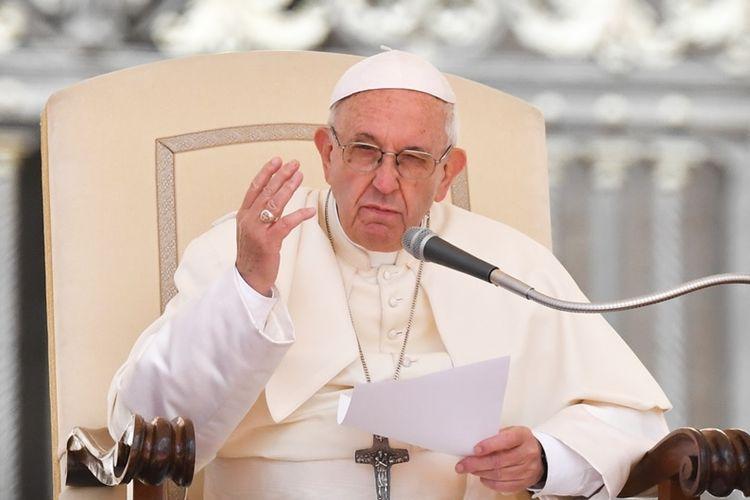 Paus Fransiskus saat berpidato di Vatikan, Rabu (16/5/2018).