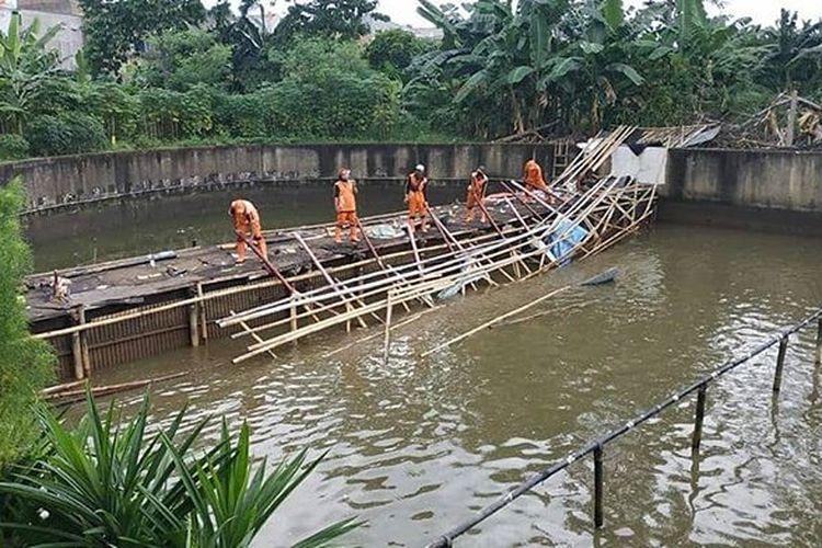 Tempat pemancingan di kawasan Kali Sunter, Kelurahan Cipinang Melayu, Jakarta Timur, Rabu (21/10/2020)