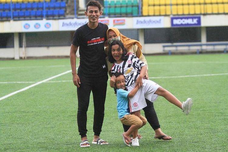 Striker PSIS Semarang, Hari Nur Yulianto bersama keluarganya.