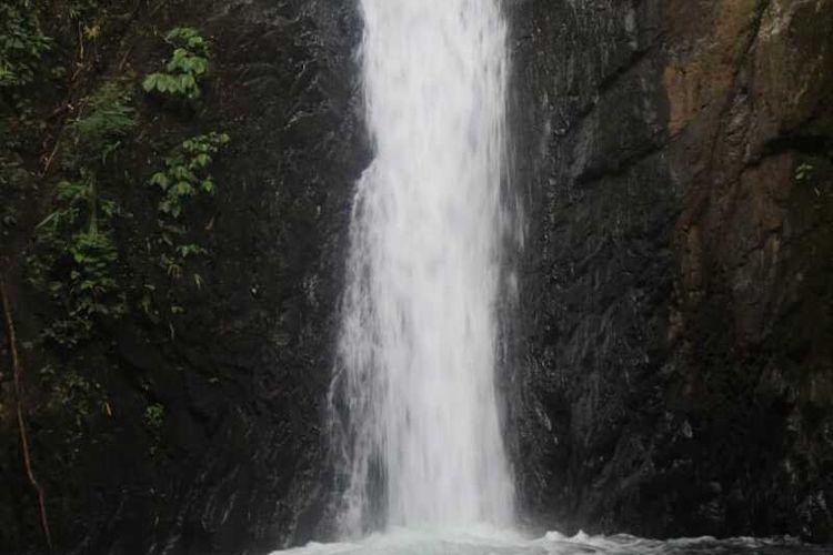 Air Terjun Sunsa Kompol di Desa Benteng Suru, Kecamatan Kuwus, Manggarai Barat, Nusa Tenggara Timur, Rabu, (21/10/2020) sebagai salah satu dari sekian pariwisata di Lereng bukit hutan Poso Kuwuh atau Poco Kuwus. (KOMPAS.com/MARKUS MAKUR)