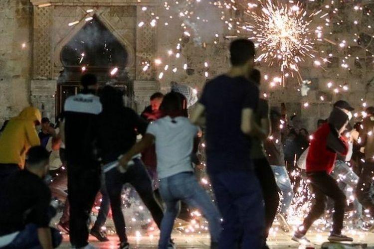 Sedikitnya 205 warga Palestina dan 17 aparat keamanan Israel luka-luka akibat bentrokan.