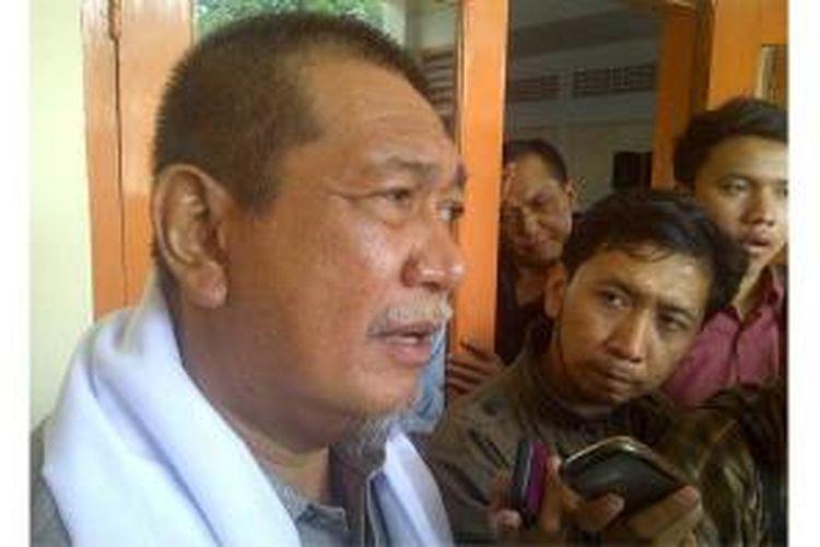 Wakil Gubernur Jawa Barat Deddy Mizwar, saat diwawancarai wartawan di MAN 1 Cipasung, Kabuupaten Tasikmalaya, Rabu (26/3/2014).
